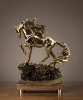 تمثال نحت الحصان الذهبي للديكورات المنزلية و المكتبية اكسسوارات منزلية