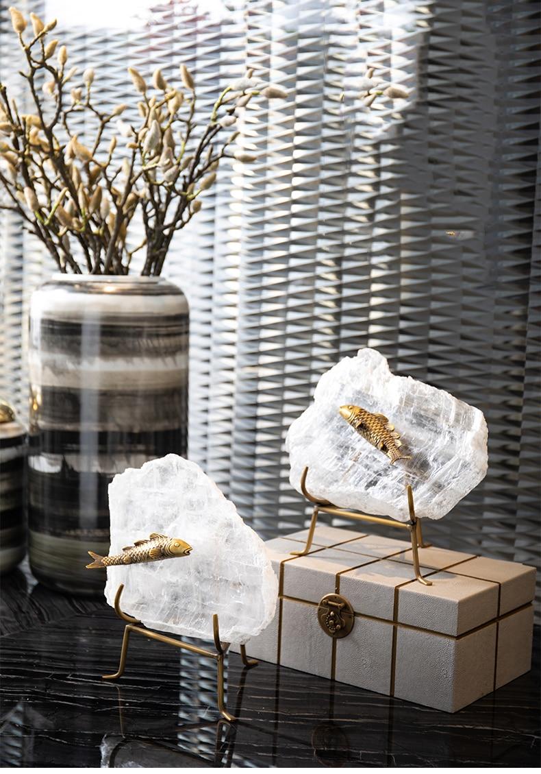 Metallic Fish Inlaid On Natural Crystal Stone Living Room Decor Crysatl Sculpture Modern Statue Gift Craft For Wedding Decor