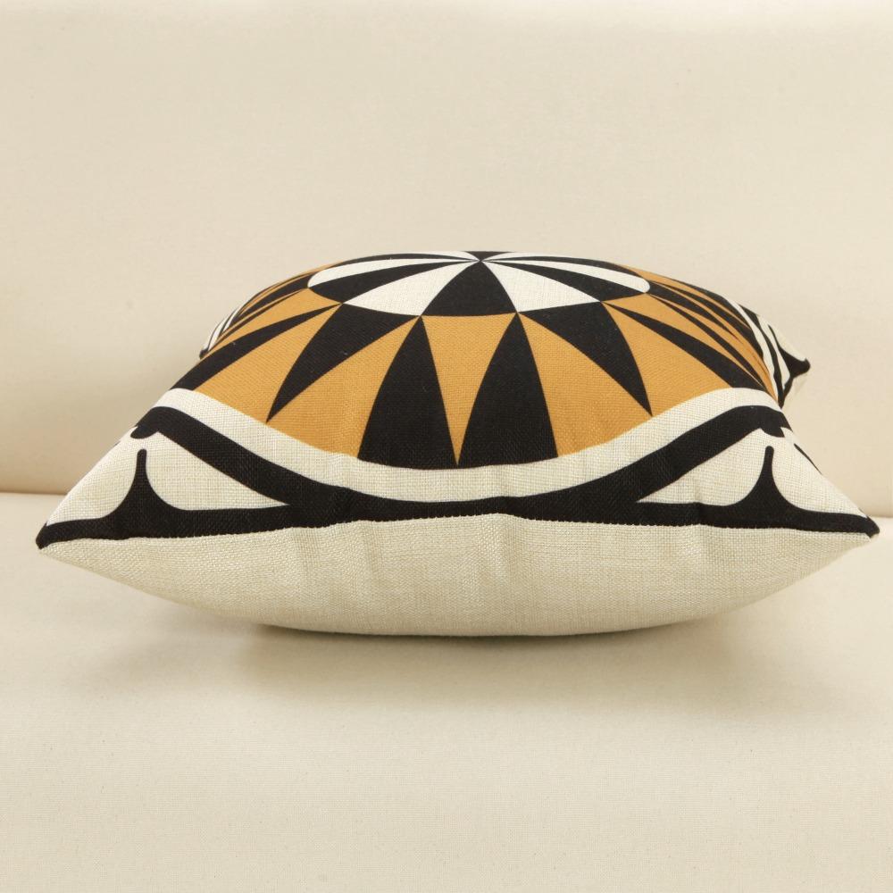 Black Glod Totems Cushion Covers Symmetrical Geometric Pattern Pillow Covers 45*45cm Retro style Decorative Pillowcase