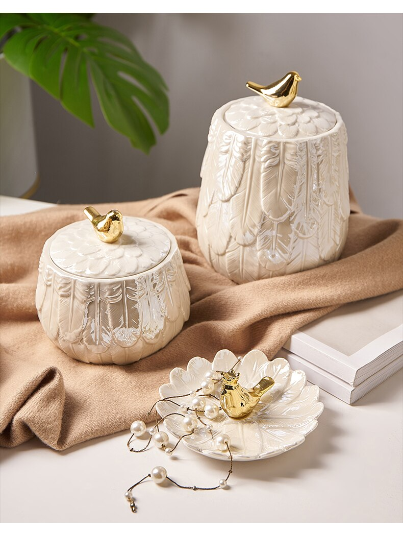 Nordic Ceramics Storage Tea Pot Jar Home Desktop Candy Jars Storage Box Organizer Ceramic Golden Bird Feather Relief Home Decor