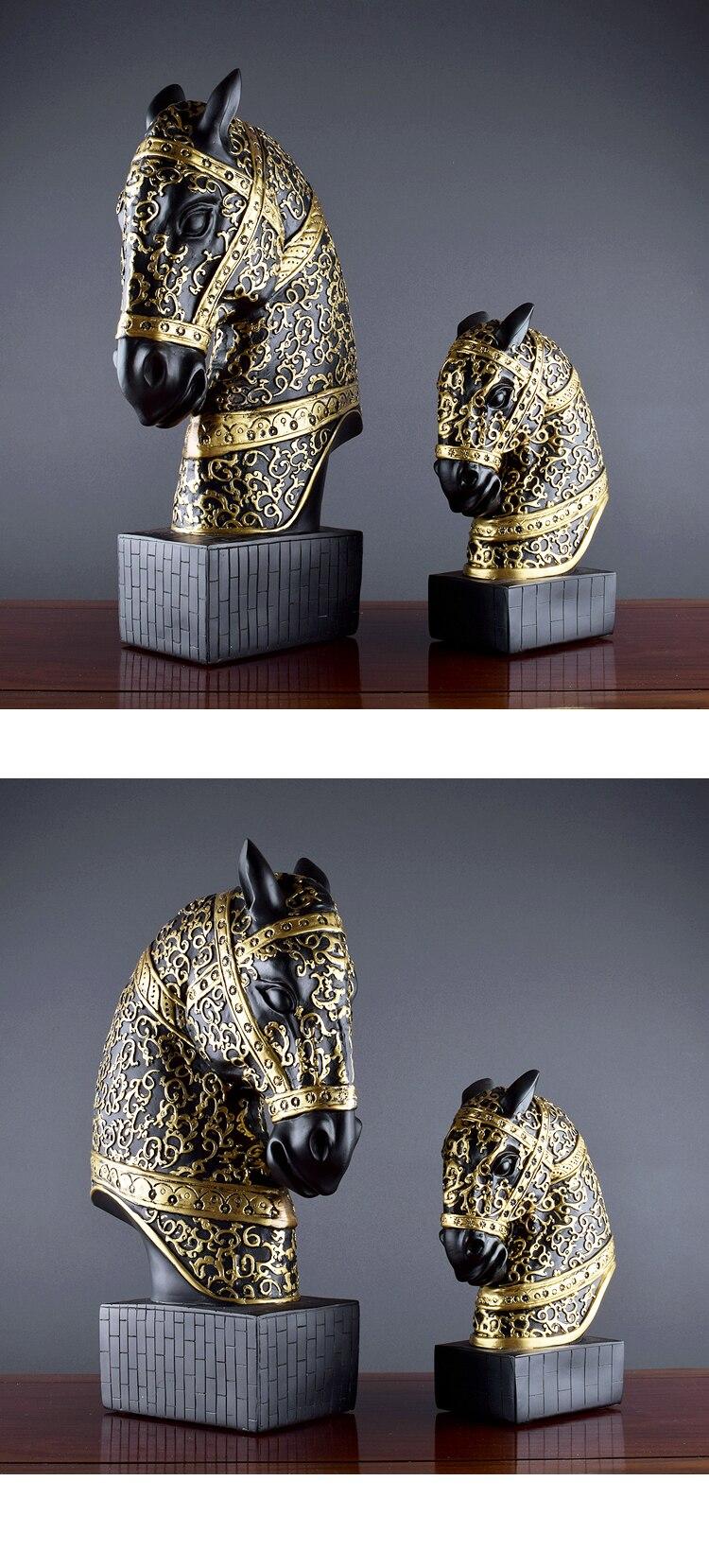 Nordic Vintage Home Decor War Horse Golden Texture Helmet Resin Figure Statue Black Horse Head Adornment Desk Decoration