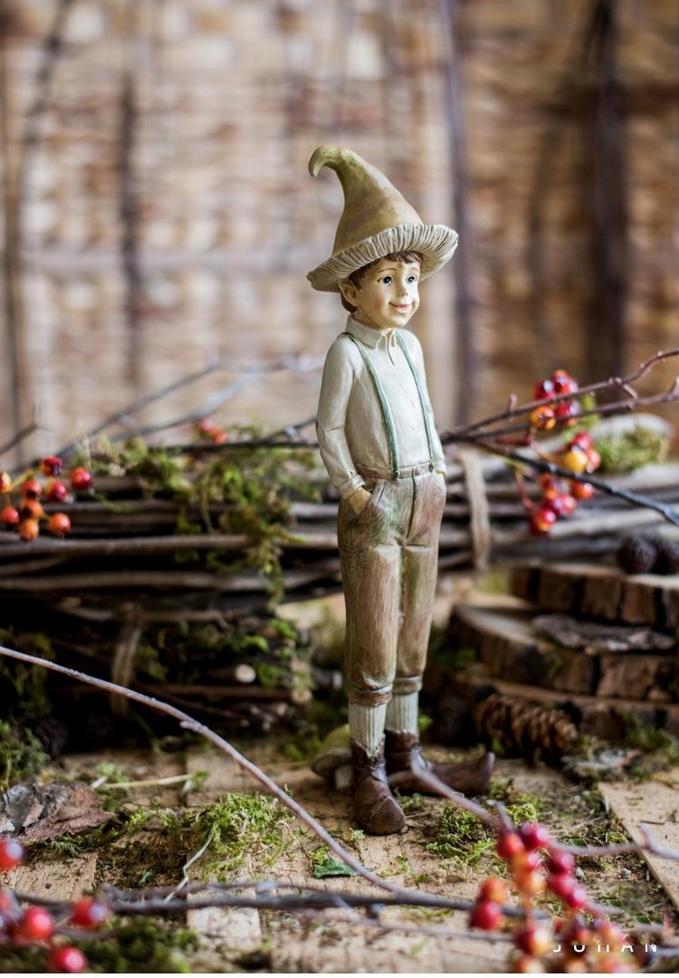 Creative Resin Forest Mushroom Boy Sculpture Retro Fairy Tale Furnishings Desktop Crafts Home Decoration Birthday Gifts