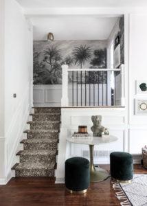 .عند تصميم الدرج، ميز الدرجات الأولى بحيث تكون مساحتها أكبر ومختلفة عن باقي ال…