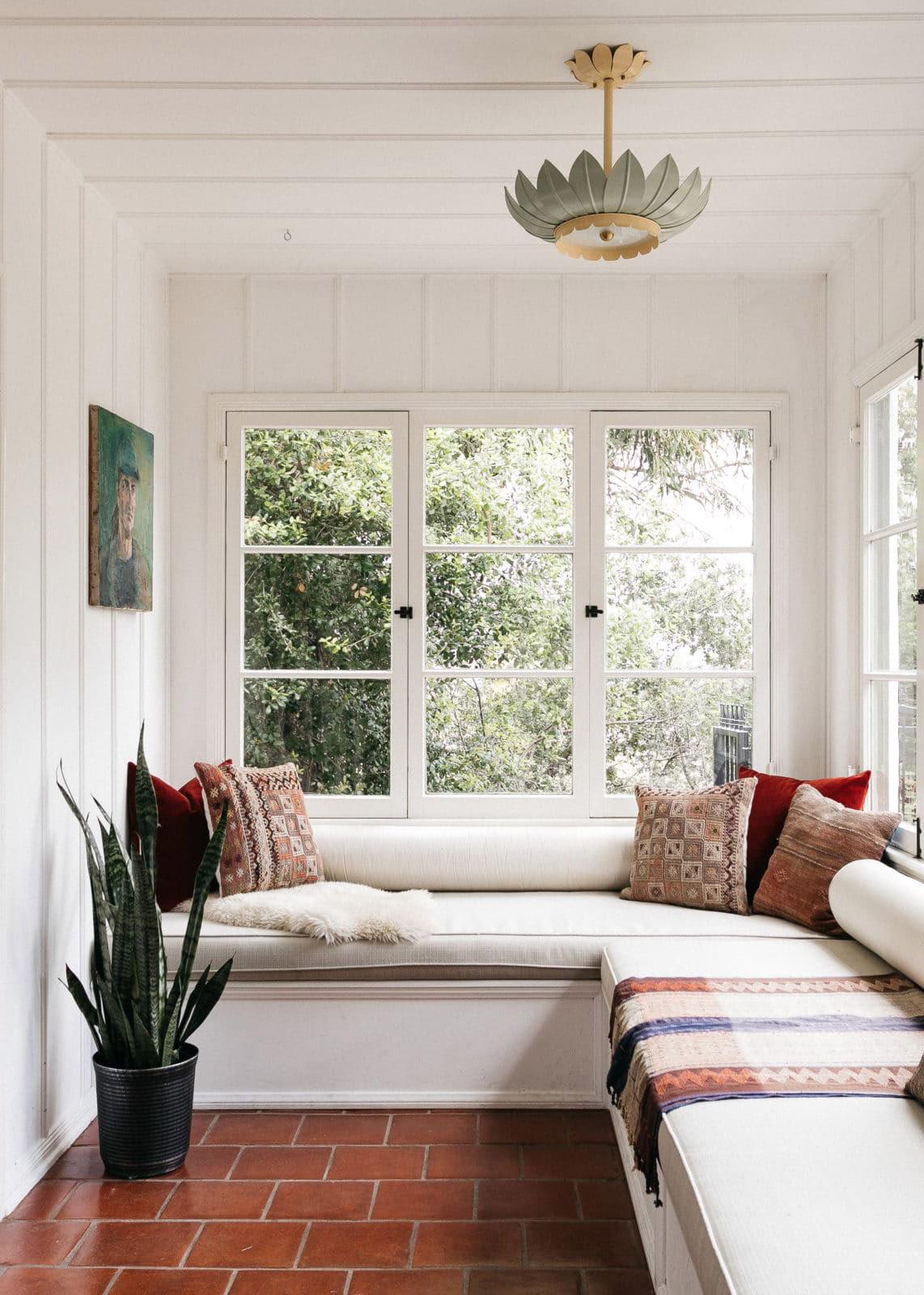 جولة في المنزل :: العمارة الكلاسيكية في كاليفورنيا وقليل من بوهو اجعل هذا المنزل في هوليوود هيلز جذابًا للغاية
