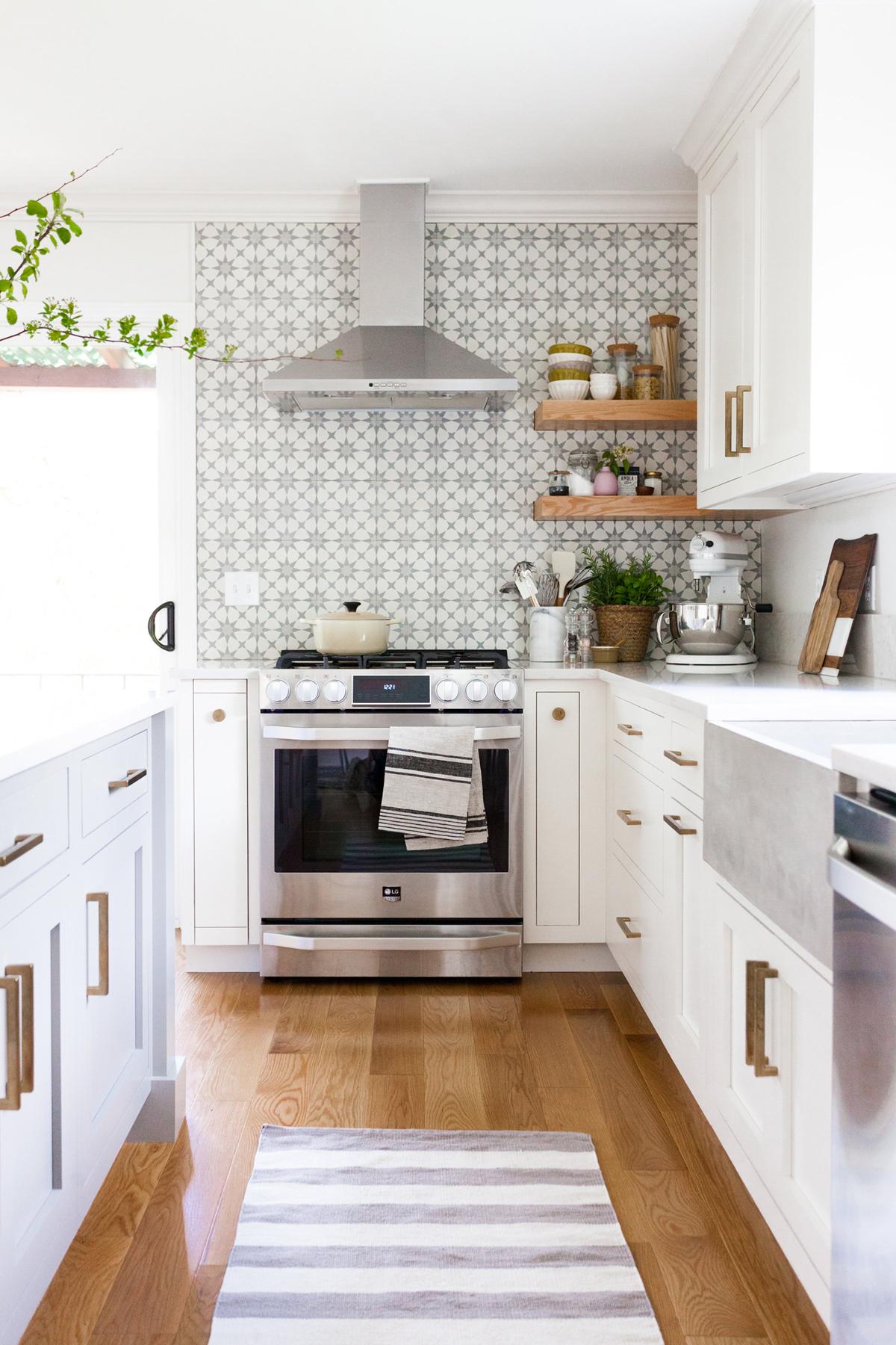 كيفية اختيار ألوان الطلاء لأي غرفة بنيامين مور مطبخ حمامة بيضاء
