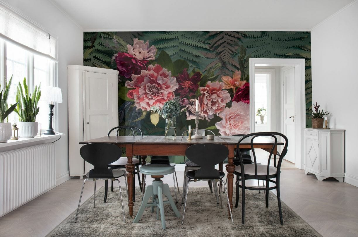 خلفية الأزهار في غرفة الطعام الاسكندنافية