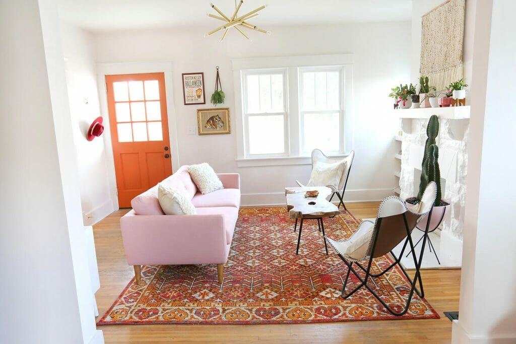 كيفية دمج الديكور الوردي في قطعة منزلك الجريئة
