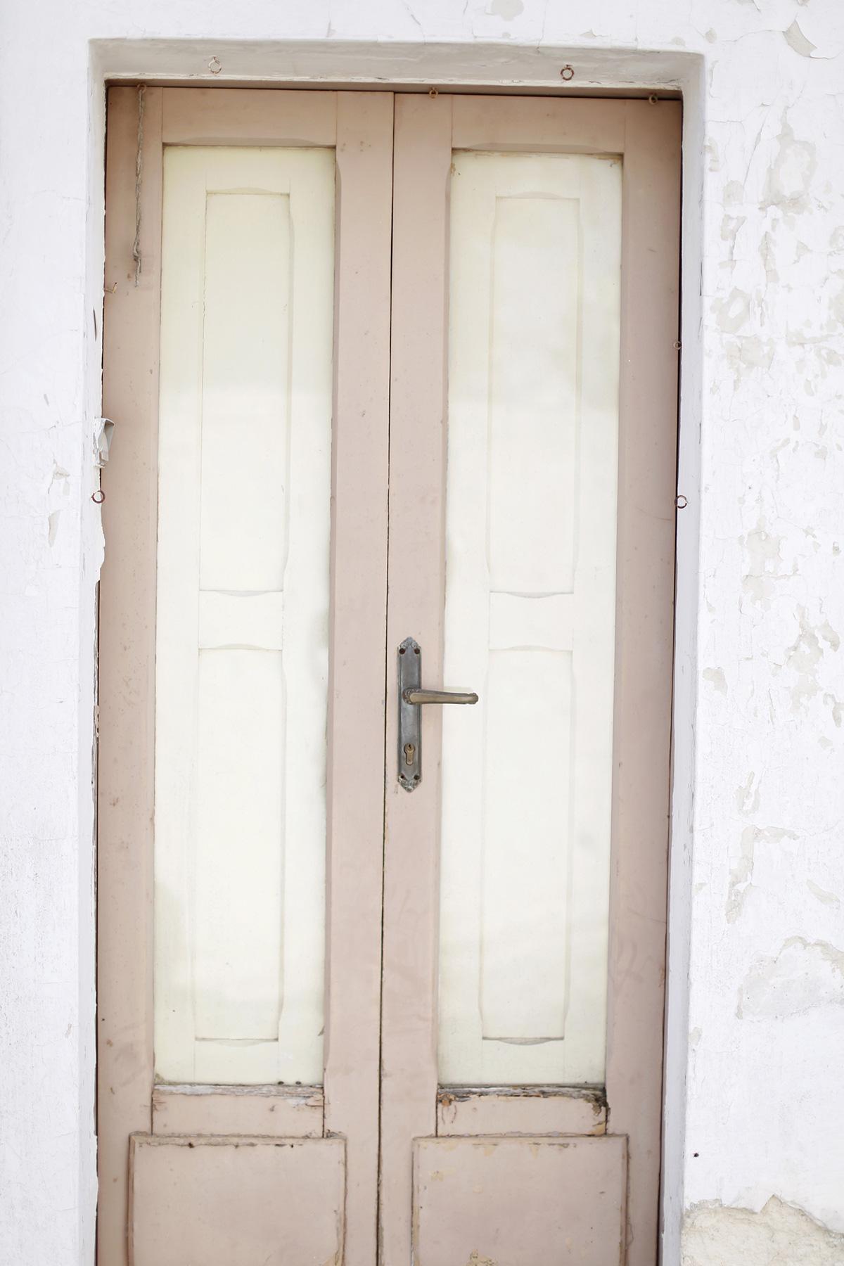 رسمت الأبواب في يوميات السفر بوليا