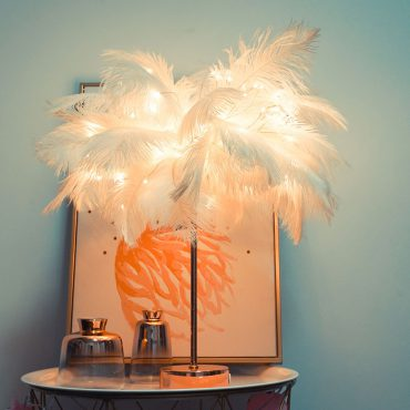 Creative Feather Table Lamp Warm White Light Tree Feather Lampshade Girl LED Wedding Decorative Lights Pink White Birthday Gift اكسسوارات منزلية
