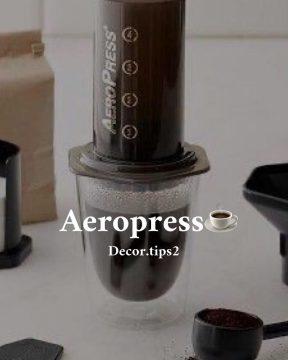 . 1- Aeropress : الة الايروبريس هي الة بطريقة تقليدية، تتميز بالبساطة وسهولة ا