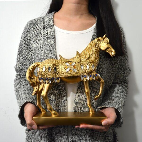 تمثال الحصان الاوروبي المذهب بالمجوهرات ديكور و اكسسوارات