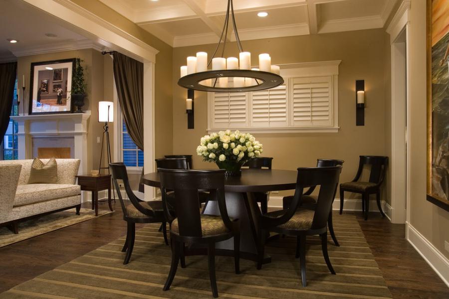 الشموع في الداخل – ديكور الشقة مع الشموع والشمعدانات