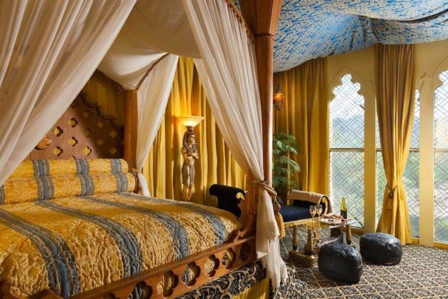 سرير على الطراز المصري
