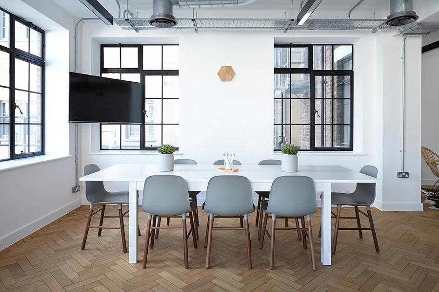 كيفية اختيار الكراسي المثالية لمطبخك الداخلي: نصائح بسيطة ومباشرة
