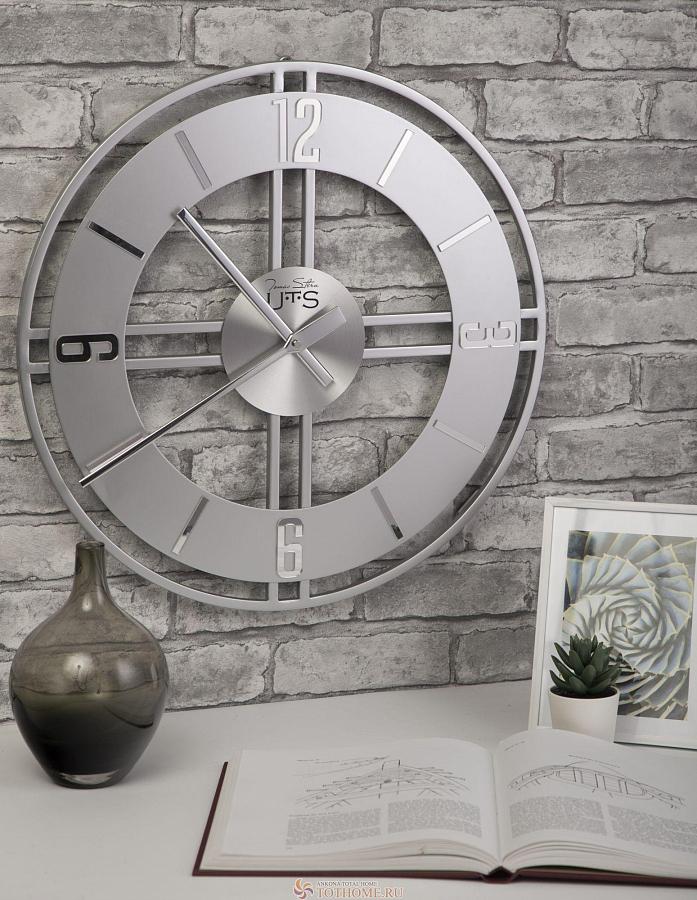 ساعة حائط في داخل مساحة المعيشة: نظرة عامة ، نصائح ، صور