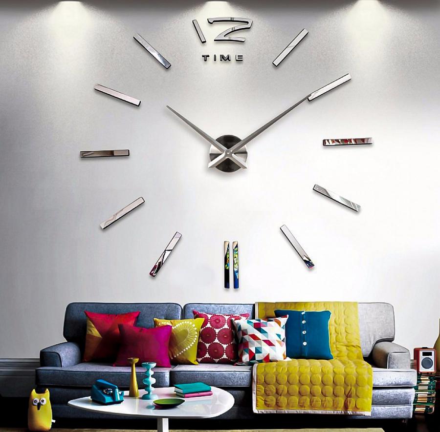 ساعة حائط ذات قطر كبير