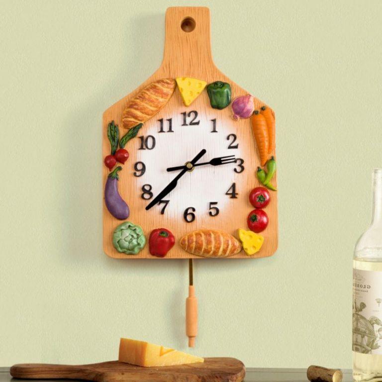 ساعة حائط في المطبخ