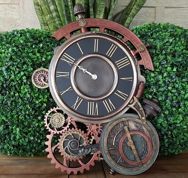 ساعة حائط مصممة