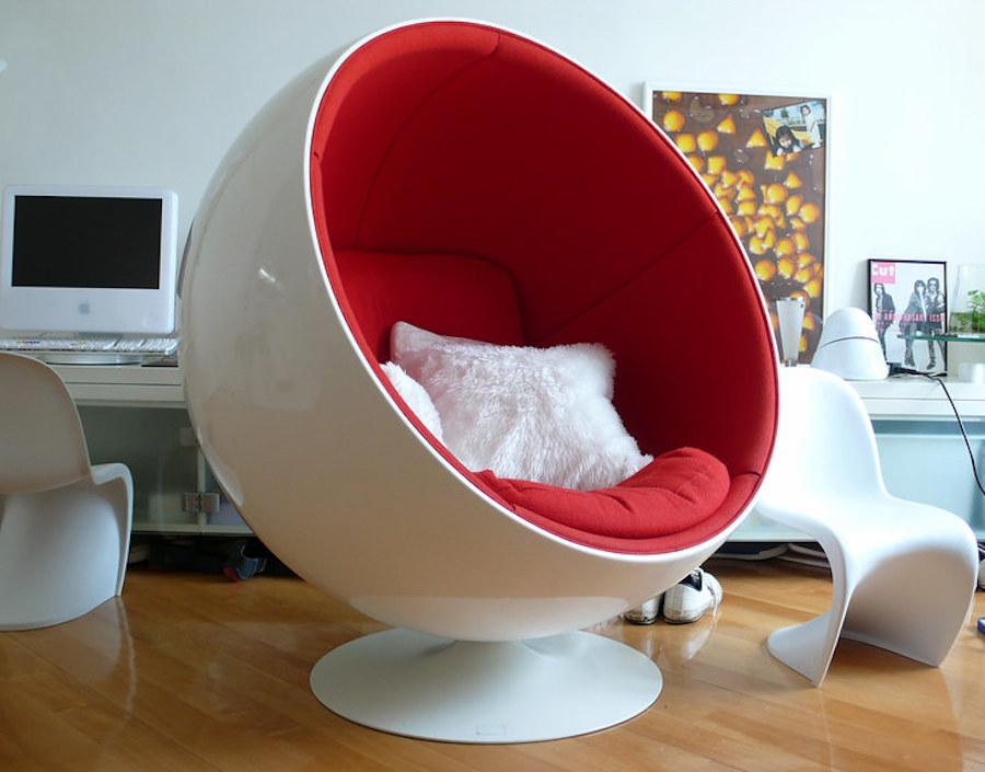 كرسي كروي مصنوع من الألياف الزجاجية