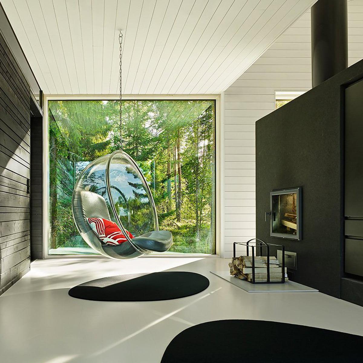 كرسي كرة شفاف في منزل ريفي من Inform Interiors