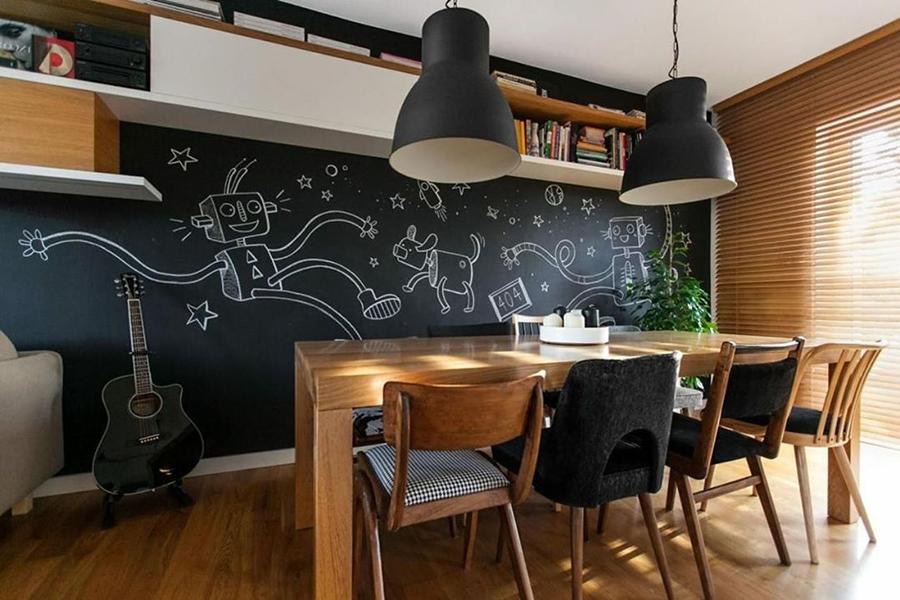 لهجة جدار الجرافيت في شقة من غرفة واحدة