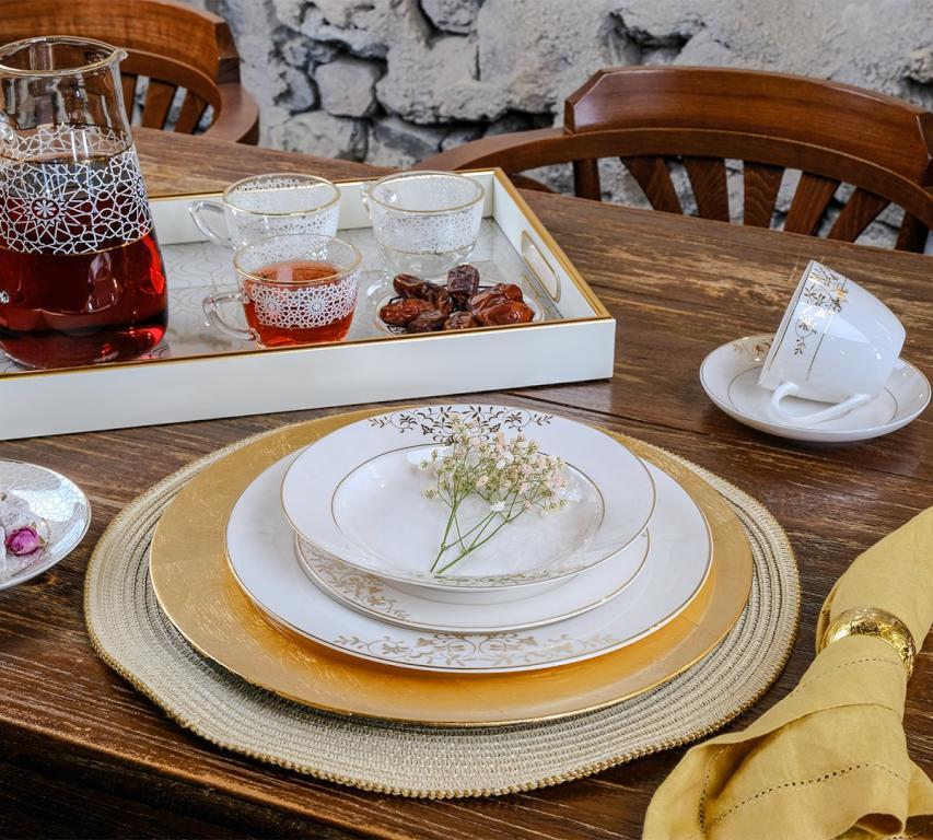 5 طرق للعلامة الحمراء لتنسيق موائد الإفطار والعيد
