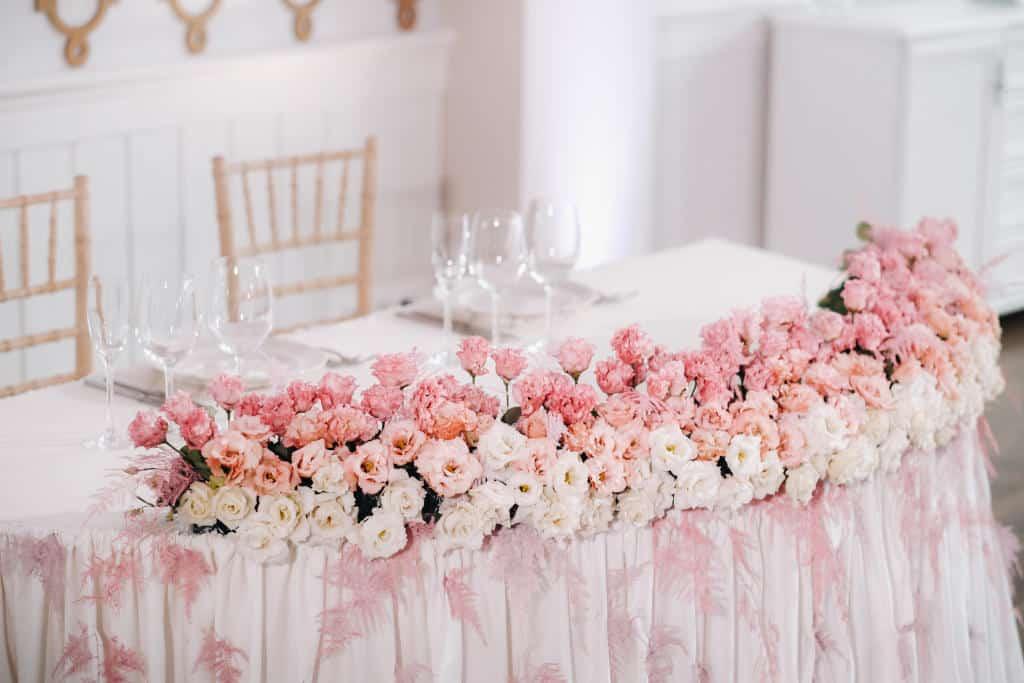 تنسيق ديكورات مائدة العروسين |