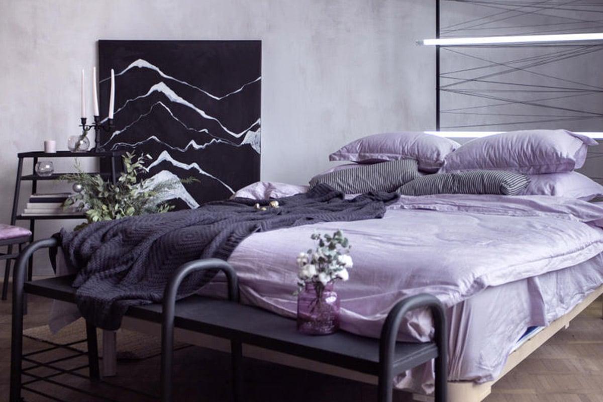 ألوان الديكور: أرجواني في غرف النوم