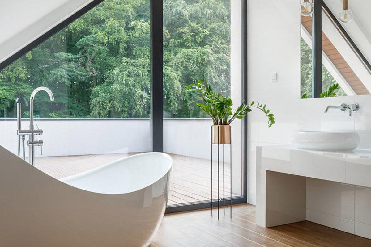 """زخرفة """"الحيل"""" لزيادة مساحة الحمام الملحقة بغرفة النوم"""