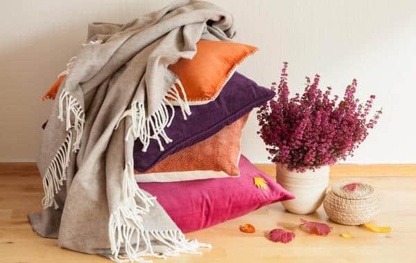 أفكار تزيين الخريف في غرفة المعيشة