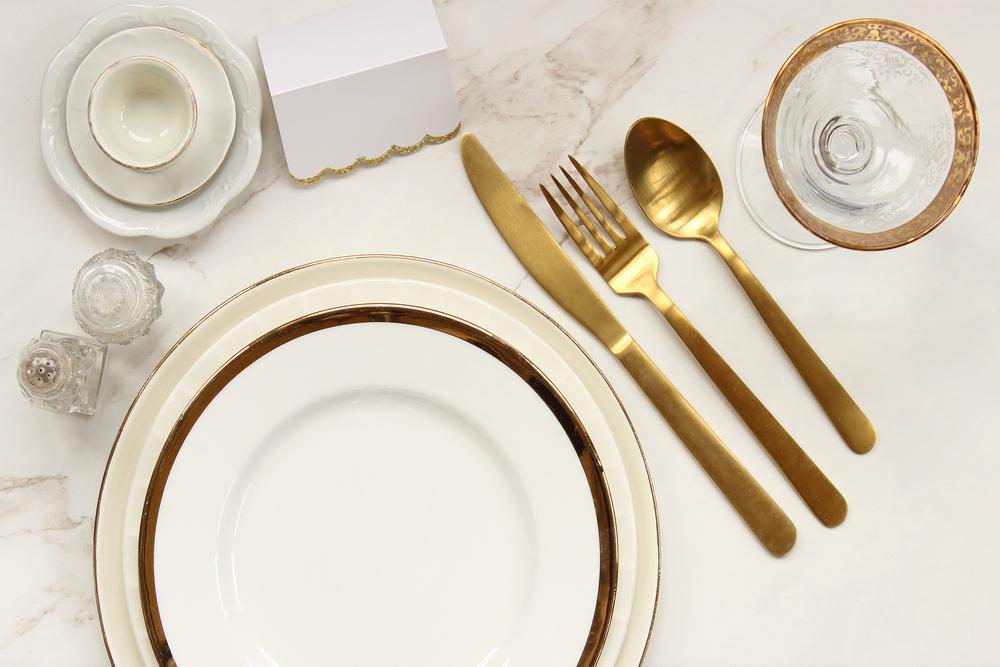 أدوات مائدة من الذهب