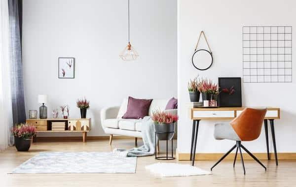 المكتب .. في لوحة الزخرفة في غرفة المعيشة