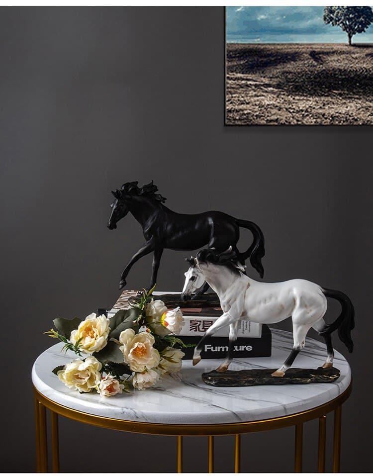 Retro Resin Horse Statue Sculpture Home Decor Accessories Living Room Decoration Desk Ornaments Lucky Success Animal Gift